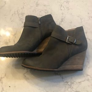 CASLON Suede Gray Wedge Ankle Booties   42M